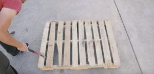 Removing pallet slats