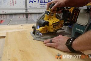 dewalt 20v max circular saw with flexvolt advantage cutting plywood
